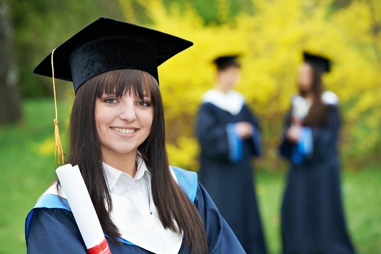 russisk-jenter-glade-avgangsstudenter-foto-hh_dp19369548